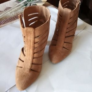 New Light Brown Shoe Sz 8M